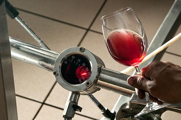 Technique de filtration des vins à la propriété